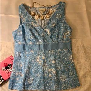 ☀️Pretty blue and white Loft cotton top size 6.